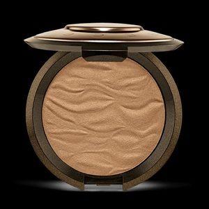 Becca Sunlight Bronzer- bronzed bondi
